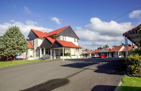 Bennett's Thermal Pools Motor Inn: Motel Entrance