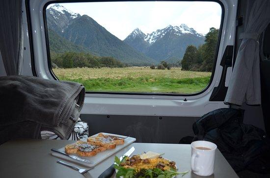 Fiordland National Park (Te Wahipounamu): Breakfast with a view