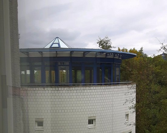 Bad Honnef, ألمانيا: Meeting room Arena IV with view over Westerwald, see Drachenfels on the right