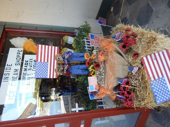 Plains, GA: outside display