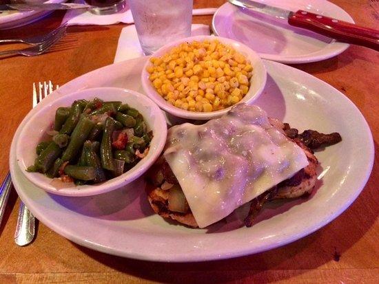 ฟอร์ตเวน, อินเดียน่า: Texas Roadhouse Smothered Chicken