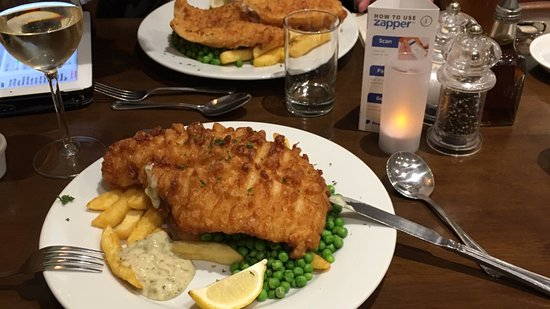 Port Erin, UK: Fish and chips in the restaurant