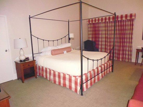 ميريديث, New Hampshire: Room 518