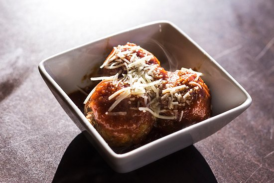 Sherwood Park, Canadá: Meatballs are hand rolled daily