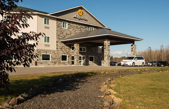 La Quinta Inn & Suites Fairbanks: Exterior