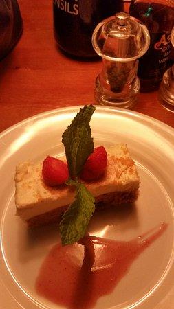 The Globe Inn: Carrot cake cheesecake..... delicious