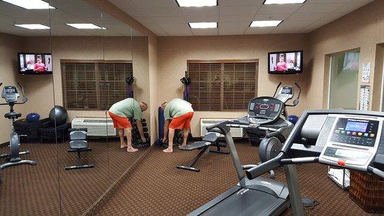 Holiday Inn Express Hotel & Suites Klamath Falls: Exercise room: treadmills, adjustable bench, dumbells(5-25lb)