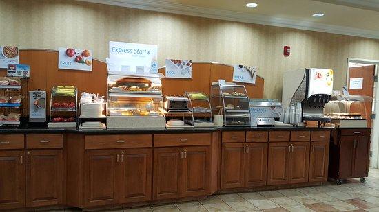 Holiday Inn Express Hotel & Suites Klamath Falls: buffet