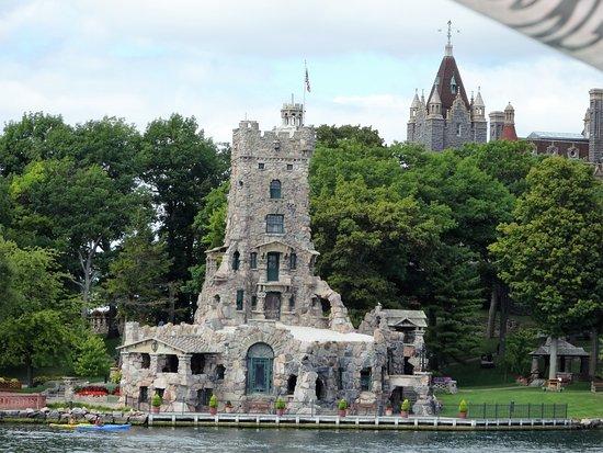 Gananoque Boat Line: Castelo no lado americano
