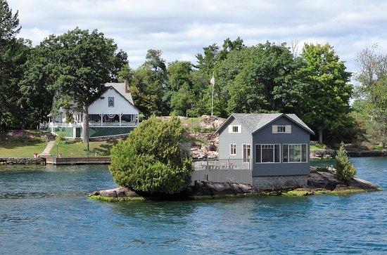 Gananoque Boat Line: Casa em ilha minuscula