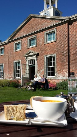 South Harting, UK: Lunch outside the Tea Rooms.