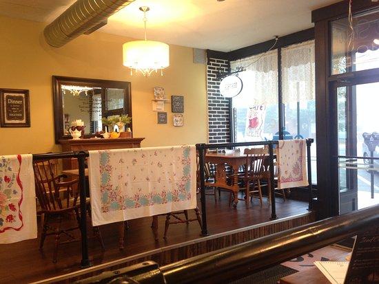 Lewistown, بنسيلفانيا: One of two raised dining areas.