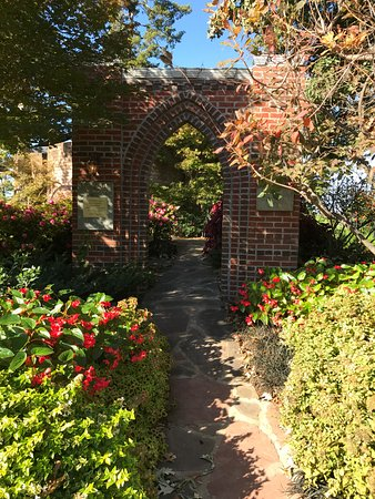 Linnaeus Teaching Gardens: The Volunteer Memorial Arch pays tribute to volunteers who care for the garden.