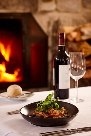 Perisher Valley, Australie : Good food and fine wines, by the fireside