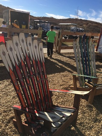 Castle Rock, Kolorado: Ski chairs....Rossignols!!