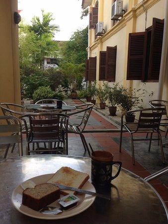 Hutton Lodge: Having breakfast at Verandah