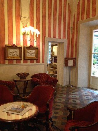 Palazzo dal Borgo Hotel Aprile: Bar Leading to Breakfast Area