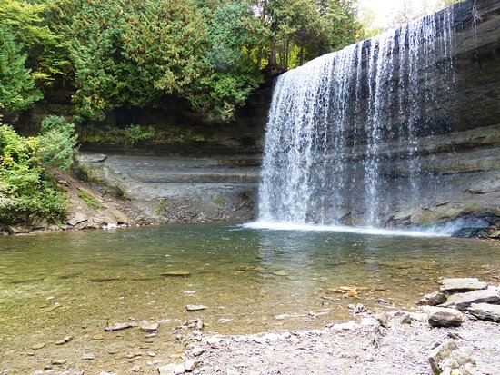 Mindemoya, Canadá: nearby waterfall and salmon spawning river