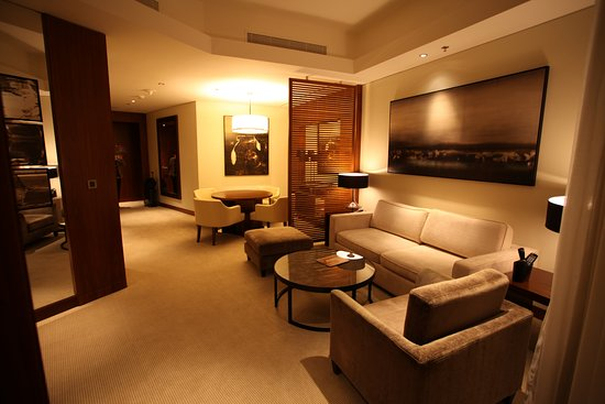 Living room in the corner suite - Bild von JW Marriott ...