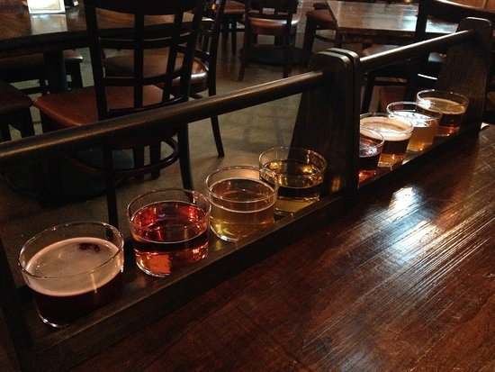 Peoria, IL: 1 flight of ciders, 1 flight of beers