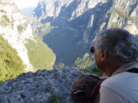 Epiro, Grecia: Husband Pete looks into the gorge - it's like staring into time itself!