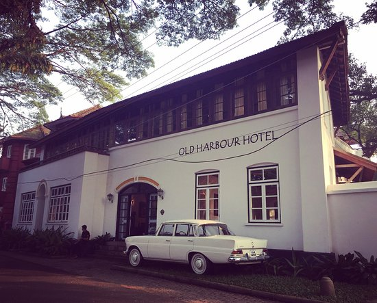 Old Harbour Hotel: The entrance to this stunning hotel.
