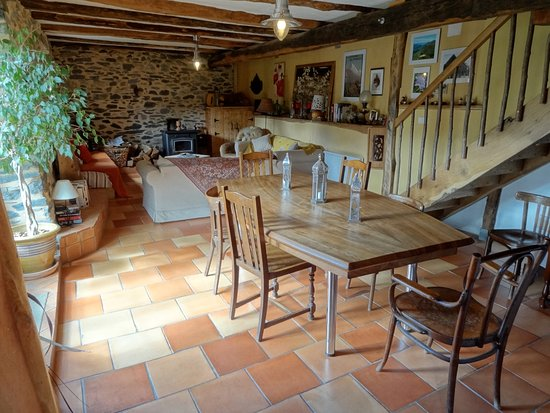 Galey, France: Dining / living room