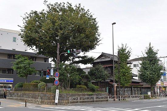 Itabashi, Japan: 京都に向かって右側の塚