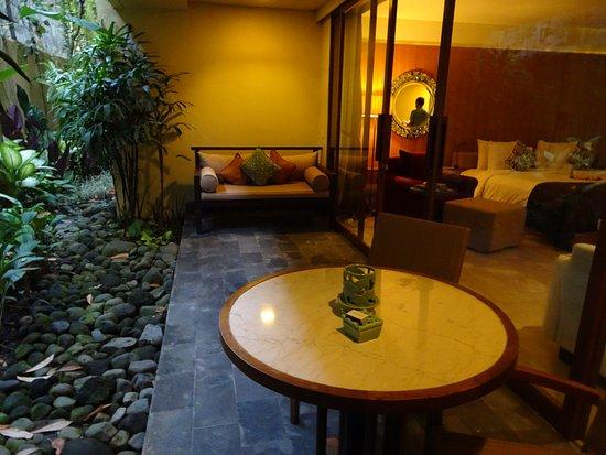 كومانيكا براسا سايانج: private courtyard