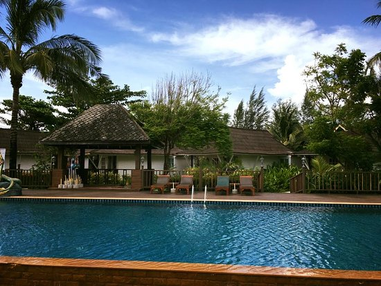 Nakara Long Beach Resort, Koh Lanta: Swimming Pool Area