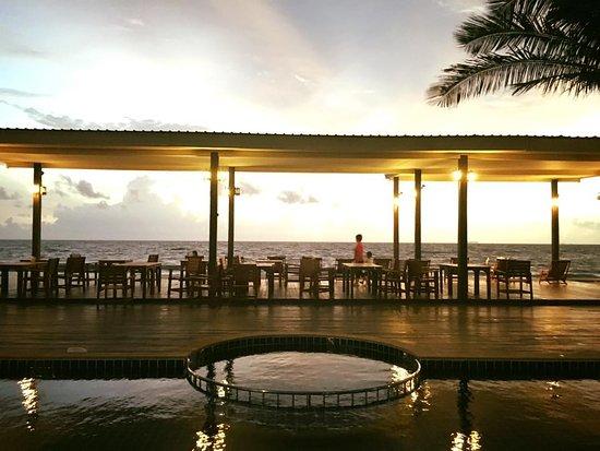 Nakara Long Beach Resort, Koh Lanta: Drink at Beach Bar and see sunset