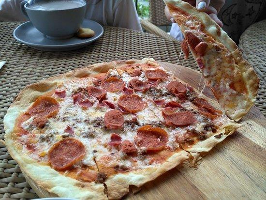Surya Hotel and Cottages: pizza meat lover menu baru restoran surya