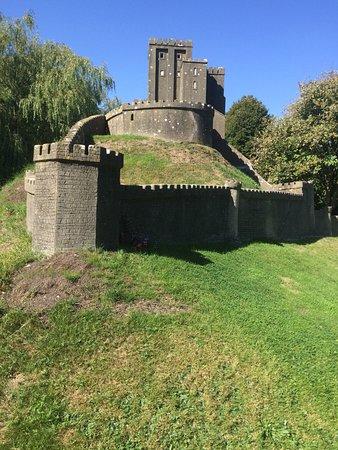 Corfe Castle, UK: Model of the castle.