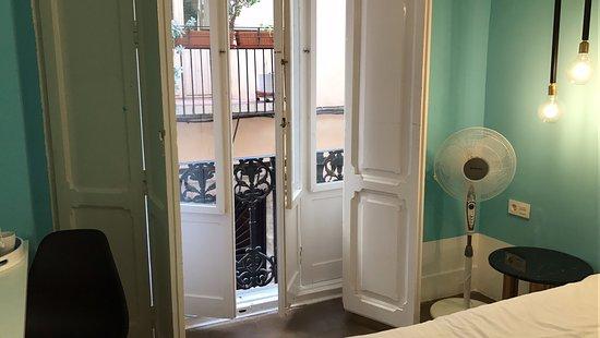 Valencia Lounge Hostel : Valencia lounge hostel in city center full honest review