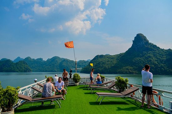 Oasis Bay Classic Cruise - Halong Bay
