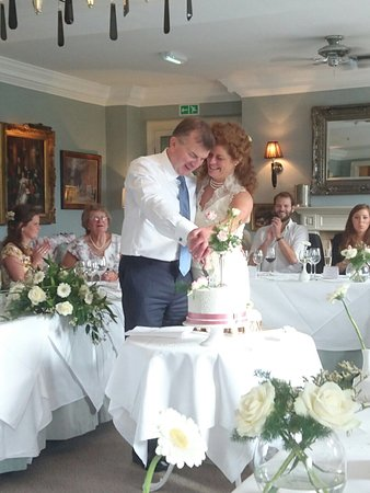 Baslow, UK: Celebrating our wedding at Cavendish Hotel was the best decision ever. The staff made the day ma