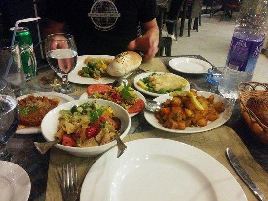 Dead Sea Region, Giordania: Some of the food we had...