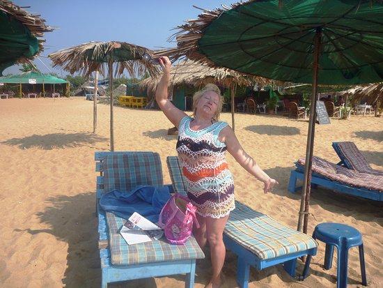 Paradise Village Beach Resort: За зеленой крышей ,отель сразу же территория начинается.