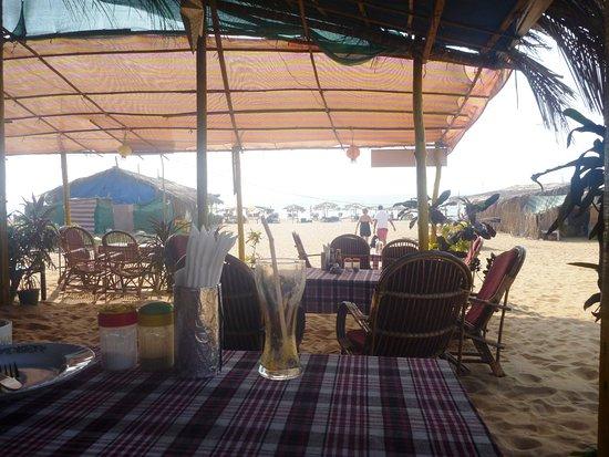 Paradise Village Beach Resort: Обедали прямо здесь ,готовят при вас ,очень не дорого и вкусно все , сам удивлялся. но это не в