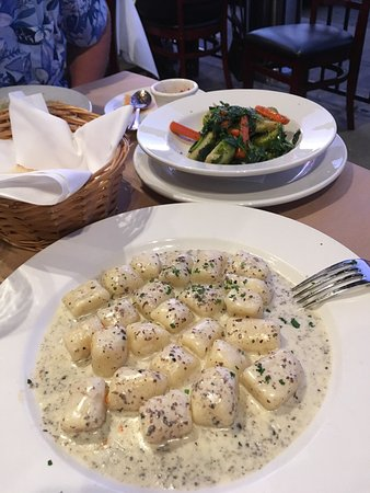 San Mateo, Californië: Delish triffle gnocchi and fresh ravioli