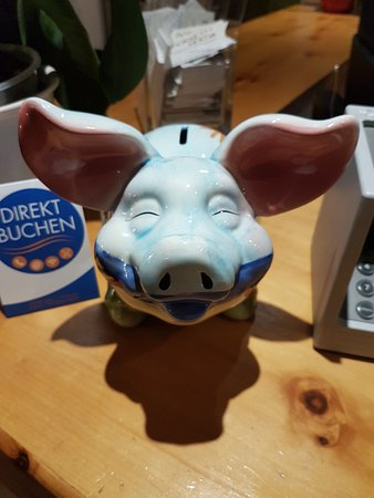 Hotel Nolda: Happy tip pig!