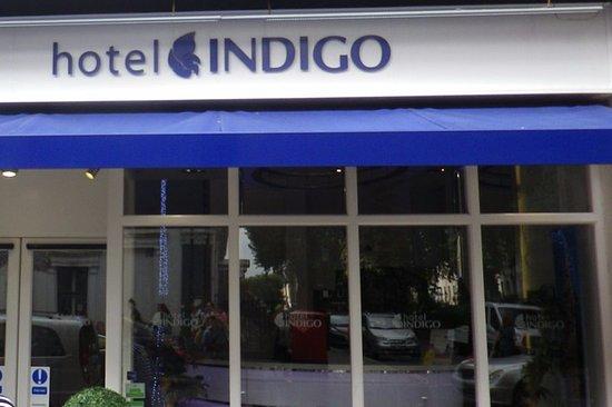 Hotel Indigo London-Paddington: Front of the hotel at street level.