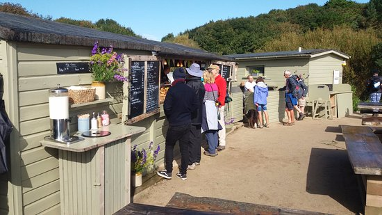 Portscatho, UK: Queue's begin to appear at this little outpost!