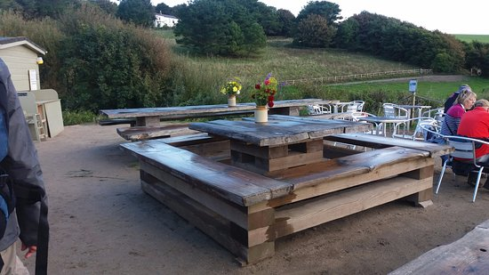 Portscatho, UK: Great tables at The Hidden Hut.
