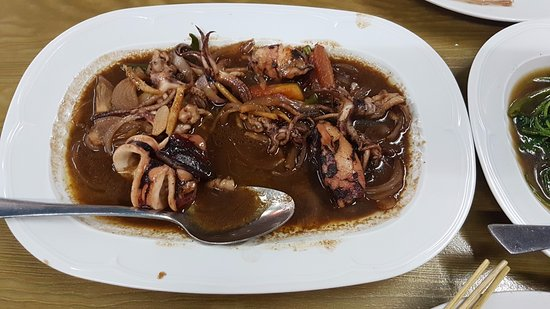 Al Khor, Catar: Squid in adobo, i think it was called. Very nice!
