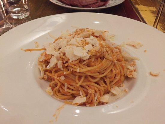 Pates Fourres Au Saumon Avec Sauce Tomate Et Ricotta Avec Des