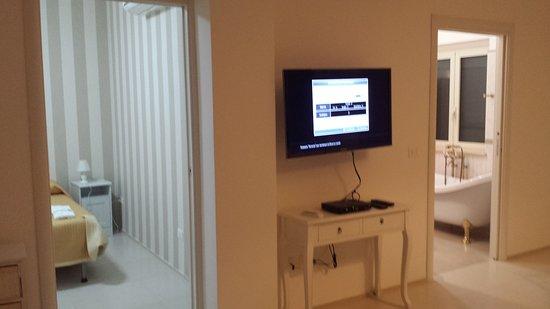 tv e ingressi camera da letto e bagno - Picture of Agriturismo ...