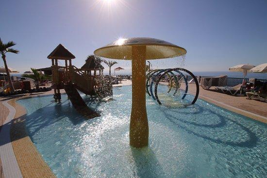 piscina infantil y juegos de agua picture of oasis los