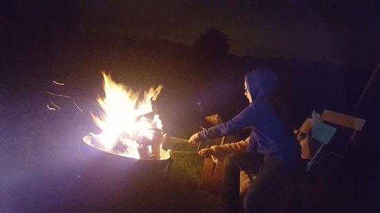 Osbaston, UK: Toasting marshallows