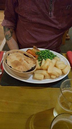 The Saracen's Head Steakhouse: Beef Pot N Ale Pie